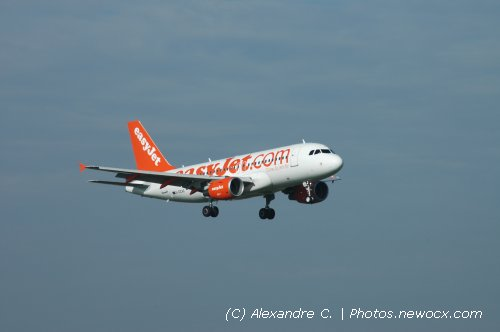 Photo avion G-EZAZ : Airbus A319 de la compagie Easyjet (Paris Orly (LFPO))